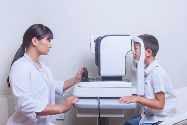 子どもの眼科検査